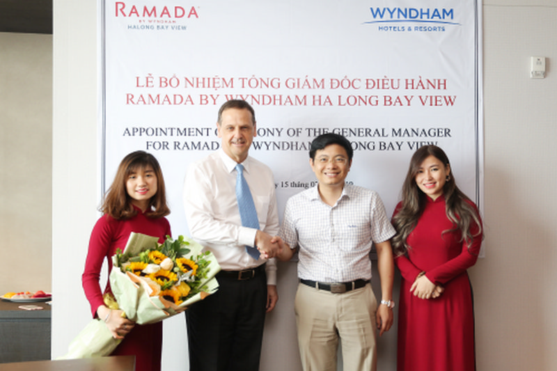 giam doc van hanh ramada by wyndham ha long bay view